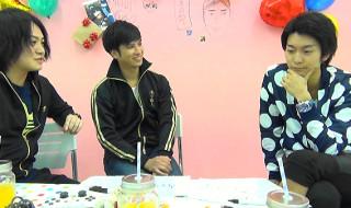 左から(通訳中の)宮下雄也さん、(ムチャぶり中の)滝口幸広さん、(モノマネ中の)南圭介さん