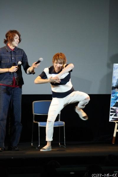 """井深さんによる渾身の""""雨乞いダンス""""実演で、この日の東京は雨模様に!"""