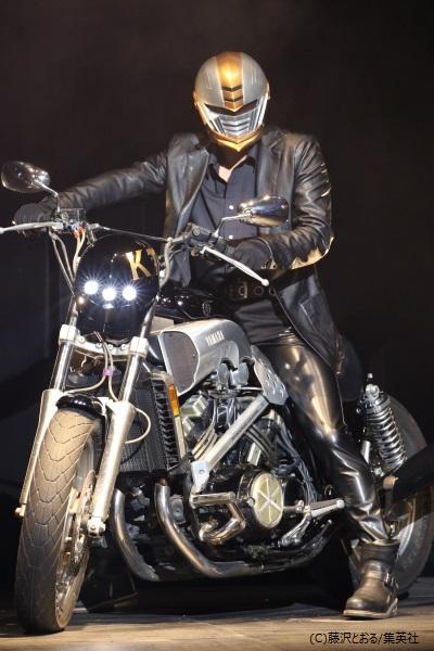 本物のバイクが登場するド迫力のステージ!