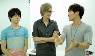 吉田友一さん(中央)を慕う2人が、写真の腕前で撮り合いっこならぬ、友一さんの取り合いっこ?