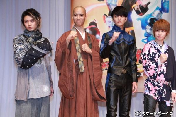 (左から)磯村勇斗さん、柳喬之さん、山本涼介さん、西銘駿さん