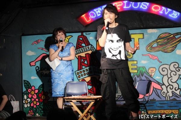 """""""デビルスマイル""""の名で愛される""""自分の笑顔""""Tシャツを自ら作り着こなす村上幸平さん、39歳!"""