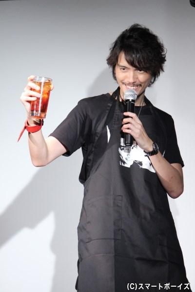 """""""デビルスマイル""""の名で愛される""""自分の笑顔""""エプロンを自ら作り着こなす村上幸平さん、39歳!"""