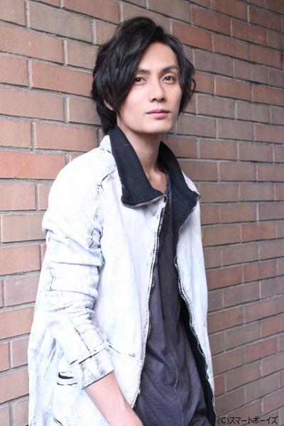 ブルー役の加藤和樹さん。必殺技はブルーバードキック!