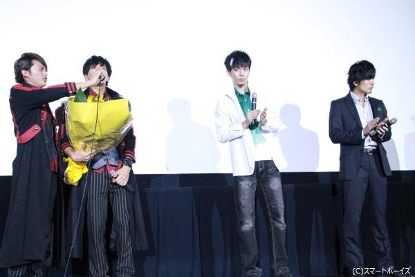 仕掛け人の松田さんが「ハッピーバースデー」を歌うも、ターゲットの青木さんは全く気づかず。