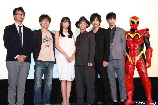 (左より)増田哲英監督、なだぎ武さん、山本美月さん、千葉雄大さん、久保田悠来さん、青木玄徳さん、Mr.マックスマン