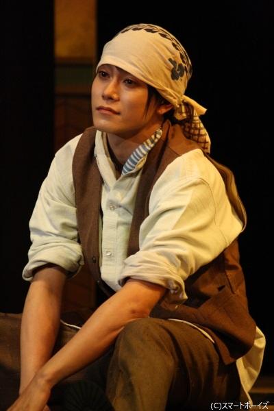 玉城さんはケンスケ役とともに、戦後の頃の若き日の祖父役も演じます