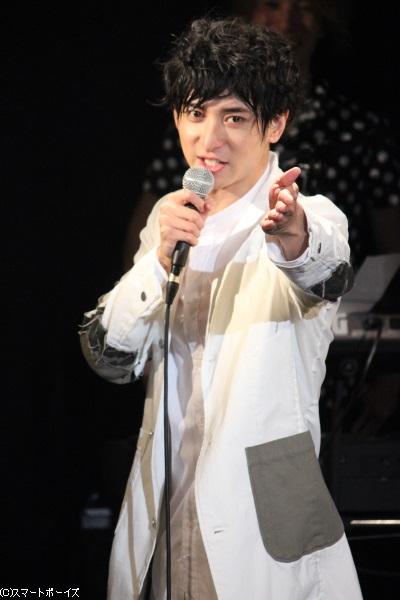 """甘い歌声と""""天然トーク""""で観客を魅了(笑)"""