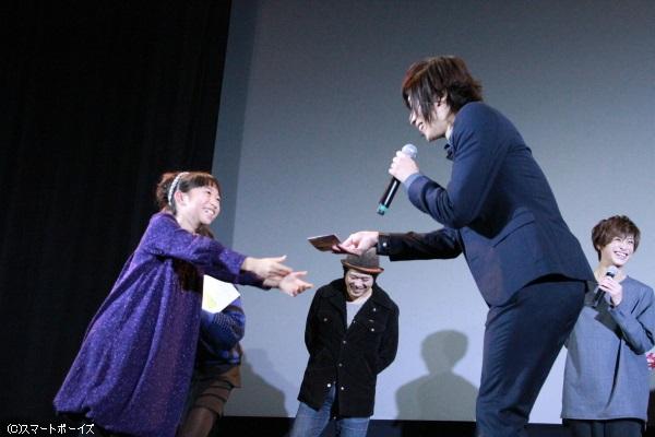 子役の宮井さんから感謝の手紙が送られ、3人とも大感激!
