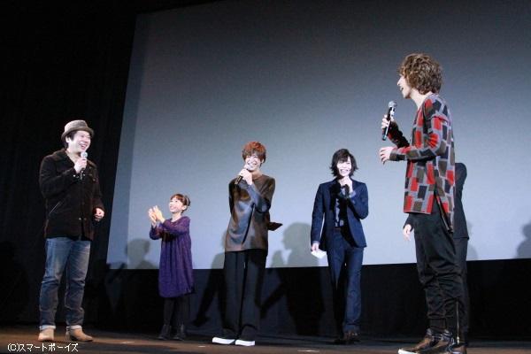 手紙を読まれるフリをする杉江さんと中野さんのやりとりに、他の登壇者は大笑い