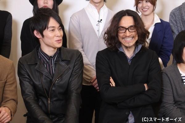 弥次さん役の唐橋充さん(右)と、喜多さん役の藤原祐規さん