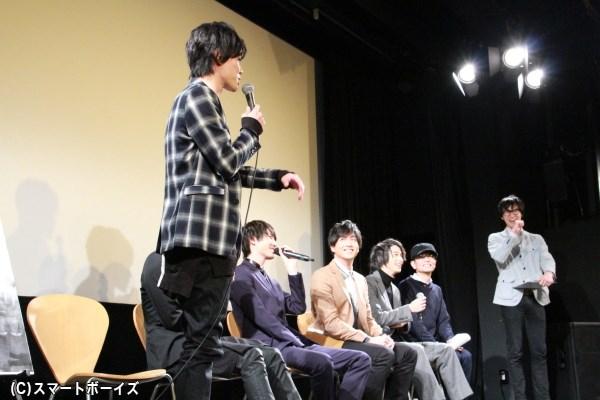 千葉監督から完璧だった横浜さんの台詞覚えを比較され、立ち上がって突っ込む戸谷さん