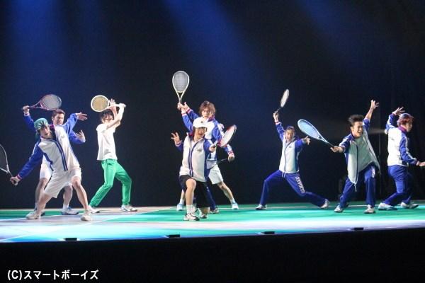 青学(せいがく)は、リョーマvs不二、桃城vs手塚の戦いが描かれる校内戦のシーンも