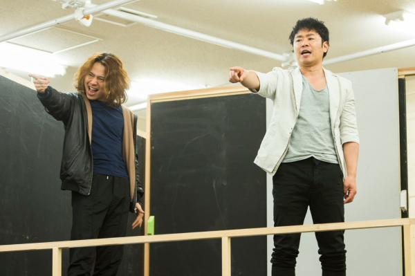 その圧倒的な歌声に期待がかかる、中川晃教さん(左)と坂元健児さん(右)