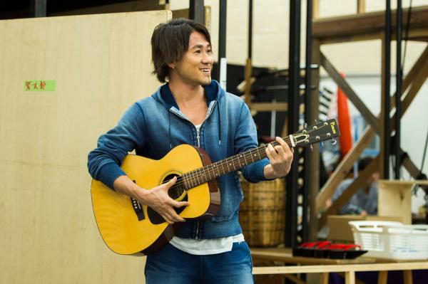 ナオト・インティライミさんは、ギターを手にする場面も?
