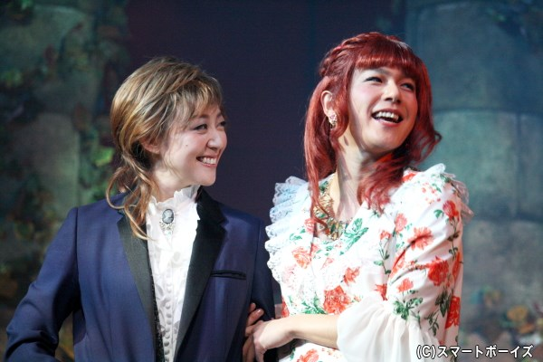 (写真左から)皇太子ラインハルト(彩乃かなみ)と、恋人ローザ(平野良)。