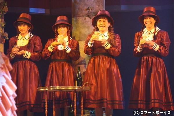 女学生たちは、ヨゼファの元で淑女になるべく様々な教育を受け…
