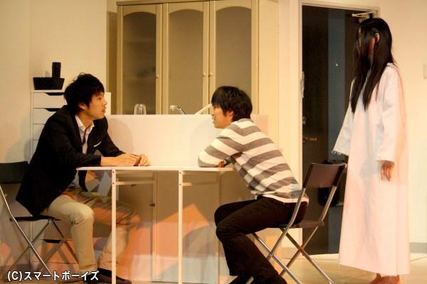 ストーカー対策のプロ(左・小笠原健さん)と幽霊が見える男(中央・鎌苅健太さん)