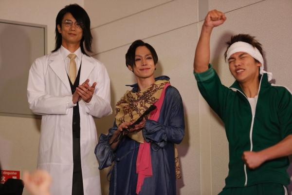 教師役として馬場良馬さん(左)、玉城裕規さん(中)も出演!