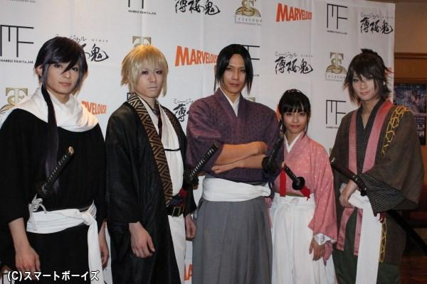 (写真左より) 橋本祥平さん、鈴木勝吾さん、松田岳さん、藤社優美さん、荒牧慶彦さん