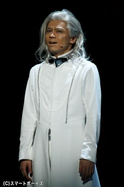 人工知能に支配された2116年で、人工知能サイに飼育された男・在人役の中川晃教さん