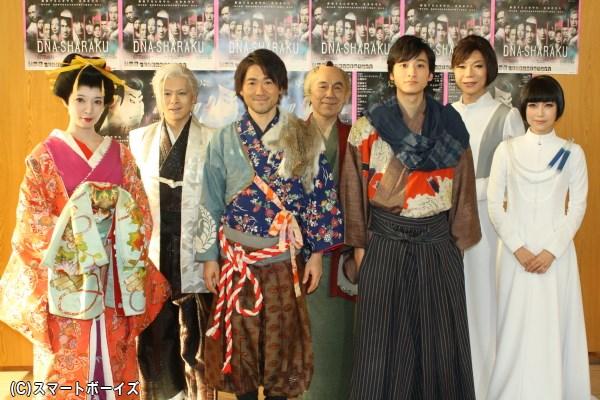 (後列左から)中川晃教さん、イッセー尾形さん、ミッツ・マングローブさん (前列左から)朝海ひかるさん、ナオト・インティライミさん、小関裕太さん、新妻聖子さん