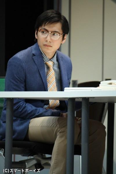 残業続きで存在感の薄い経理・鈴木を演じる宮崎秋人さん