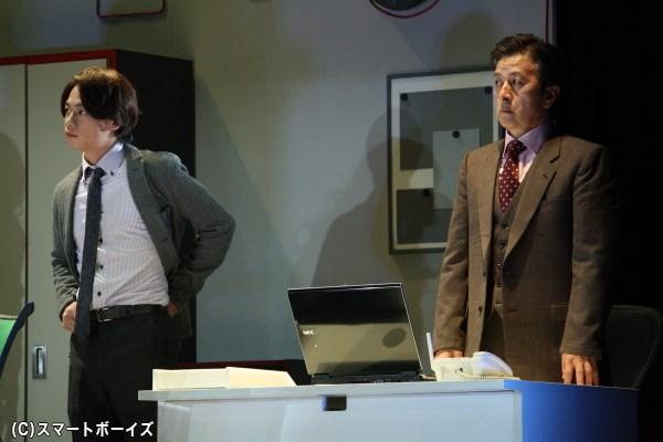 勅使河原との間に秘密を共有している課長の溝口(右・大高洋夫さん)は、鈴木のある重大な秘密を知ってしまう