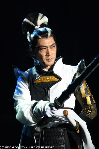 風魔小太郎を配下に雇い、野望のために武将たちを利用する松永久秀(左・松田賢二さん)