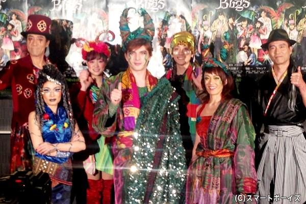 (後列左から)岸谷五朗さん、大原櫻子さん、平間壮一さん、寺脇康文さん (前列左から)マルシアさん、城田優さん、蘭寿とむさん