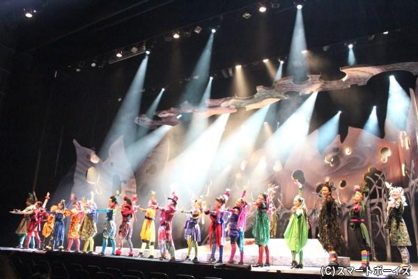 芝居、ダンス、歌、そして衣装の掛け算が生み出す圧巻のステージ!