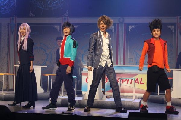 (左から)チームQ4のミサキ(能條愛未さん)、アイチ(大平峻也さん)、トシキ(健人さん)、カムイ(相馬眞太さん)が頂点を目指す!