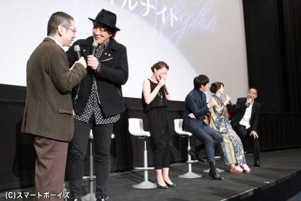 千崎さんのプライベートを暴露した高寺プロデューサーに激しく突っ込む酒井さん