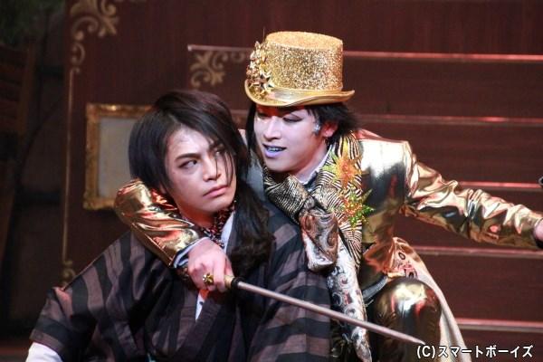 スーパー戦隊シリーズOB同士の小澤さん(左)と鈴木さんのアクションも見どころのひとつ