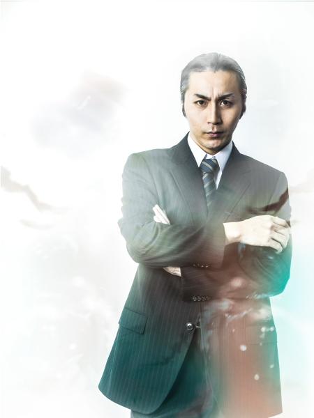 スピンクス事件を追い、柴崎に協力を求める刑事・倉橋役の郷本直也さん