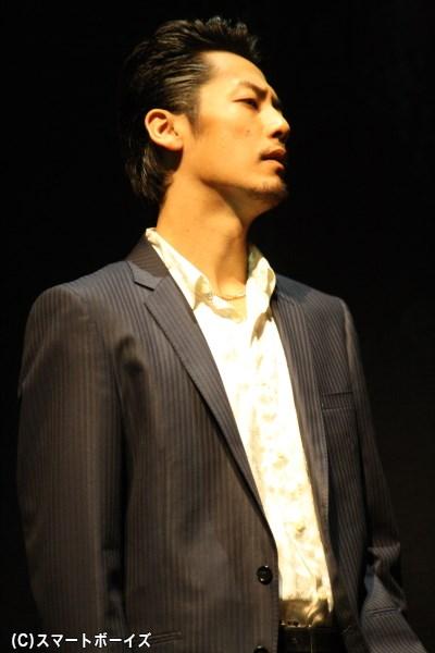 モト子(今野杏南さん)の借金を回収にきたヤクザ・篠崎哲也役を演じる福士誠治さん