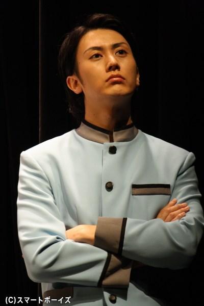 ホテルの従業員見習いで、名前は良男だが虹男と呼ばれている男を演じる太田基裕さん