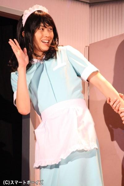 次々と起こる混乱の中、虹男の女装趣味も発覚! 太田さんは数々の女装姿を 披露
