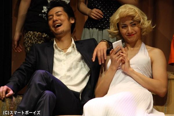 虹男はモンロー風のセクシー衣装も!? 太田さんはほかにも女装姿を披露しています