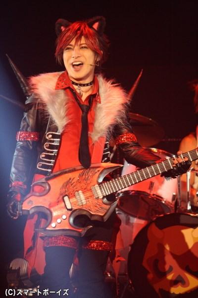 憎めない俺様キャラなボーカル・ギター担当のクロウ役、米原幸佑さん