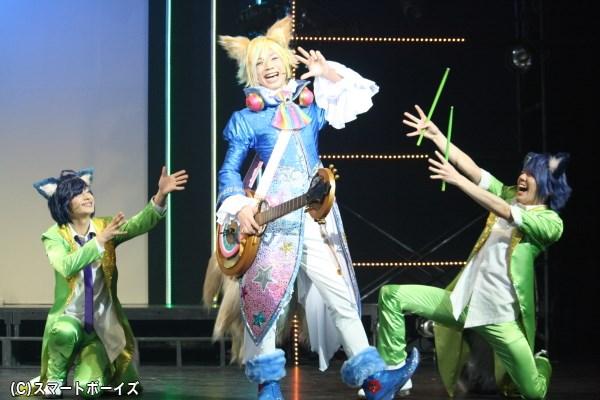 アイドルとして大人気のトライクロニカ、キラキラのステージングに注目!
