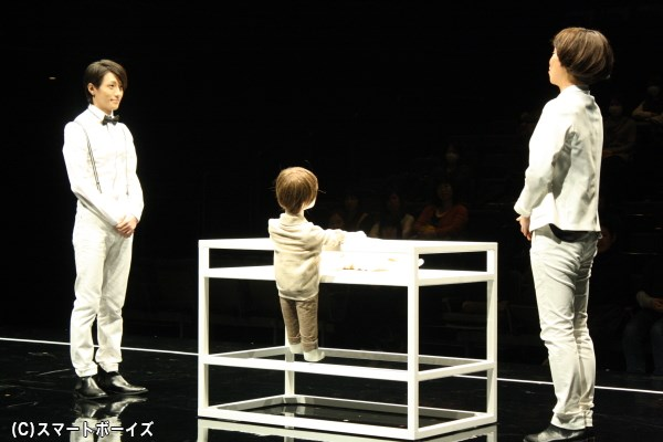 鈴木さん(写真左)と山下さん(右)の前説が、作品への理解をより深めてくれます