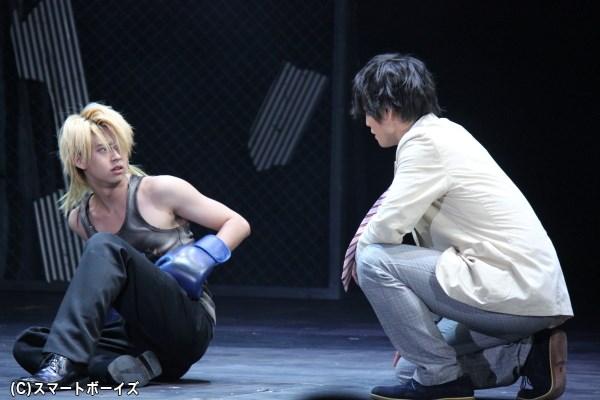 """""""喧嘩補習""""のシーンでは、勢いあまって鈴木さんの拳が友常さんに当たることも!?"""