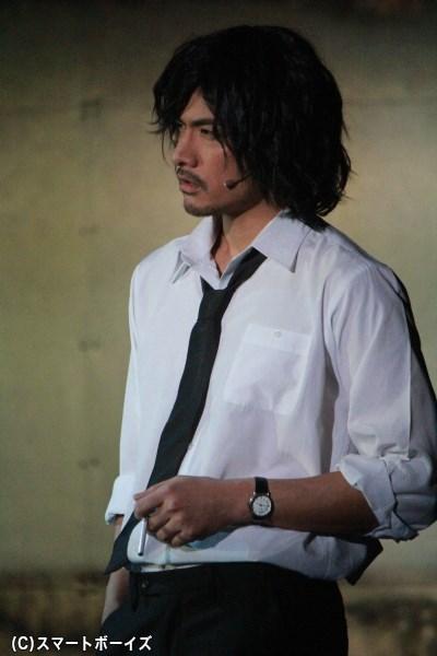 かつての捜査一課の敏腕刑事・柴崎役の滝川英治さん