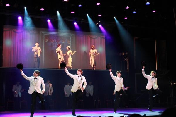 帽子やステッキ、椅子を使った高度なダンスなど、見せ場がいっぱい♪