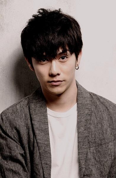 『闇金ドッグス』では、安藤(山田裕貴)に取り立てられる中途半端なホスト・須藤司役を演じた青木玄徳さんが主演!