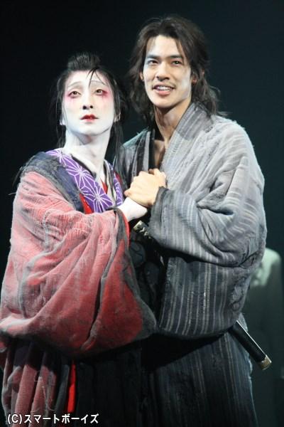 注目俳優・中島歩さんは、ジロウと治兵衛の2役で主演2名が恋する相手を務めます
