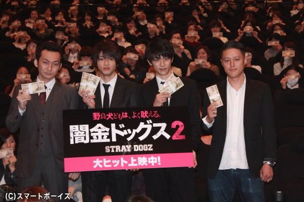 (写真左より)波岡一喜さん、山田裕貴さん、青木玄徳さん、土屋哲彦監督
