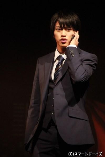 警視監を父に持つ新米刑事・柳原太三役で石渡真修さんも出演