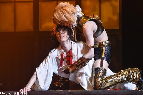 詩郎と安里の、きわどい衣装でのアクロバチックなアクションにドキドキ!!